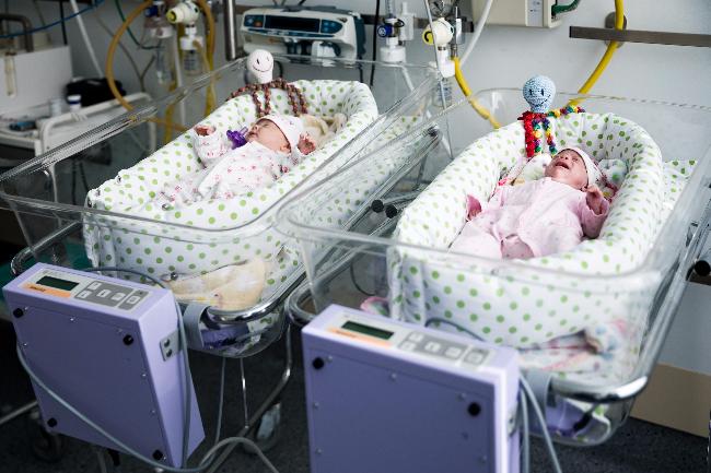 Új inkubátorok a kecskeméti PIC baba-mama szobájában