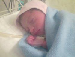 A kislányom két napig volt inkubátorban, ott kapott oxigént, majd még egy hétig antibiotikumot infúzióban.