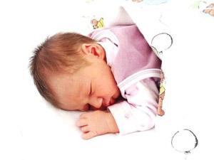 de Jázminom itt van, egészséges, és szépen fejlődő baba