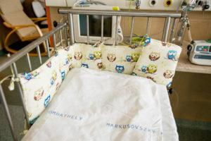 2017.10.31. A KORE adományának átadása a Markusovszky kórház koraszülött osztályán