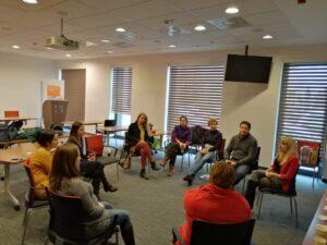 Magyarországon először vittünk pszichológiai segítséget az édesanyáknak, egyszerre 16 megyében. Idén a megváltozott körülmények miatt, online segítjük tovább a családokat.